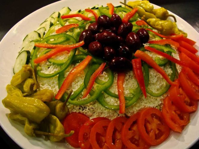 tn_10-greek-salad-serves-10-12